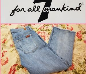 7 FOR ALL MANKIND CROPPED BOOT LIGHTWASH JEANS!
